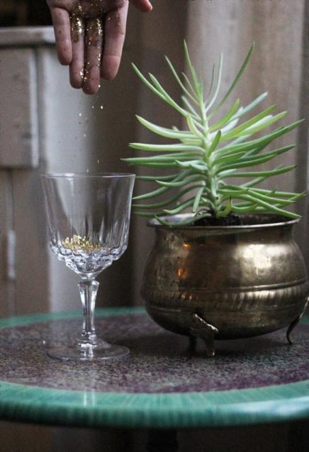 Gold-glitter-champagne-glass