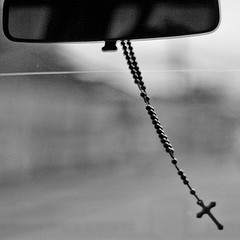 rosary-rear-view-mirror